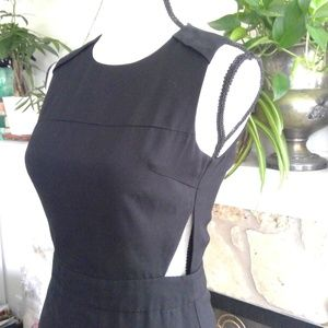 Line & Dot triangle cut out waist seath dress